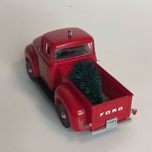 Hallmark Keepsake 1956 Ford Christmas Ornament